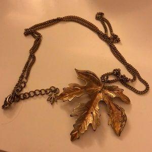 Vintage gold maple leaf pendant necklace